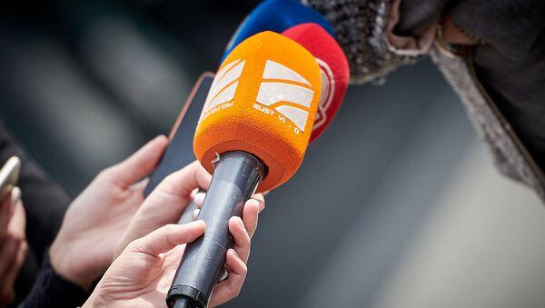 Микрофон телекомпании Рустави2 - Sputnik Грузия
