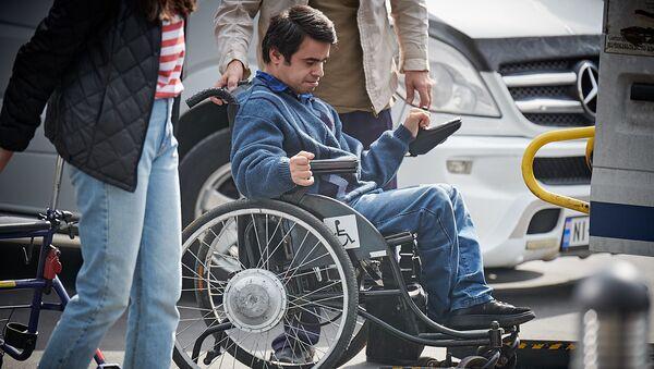 Человек с ОВЗ на инвалидной коляске - Sputnik Грузия