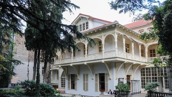 Вид на Дом писателей со двора - Sputnik Грузия