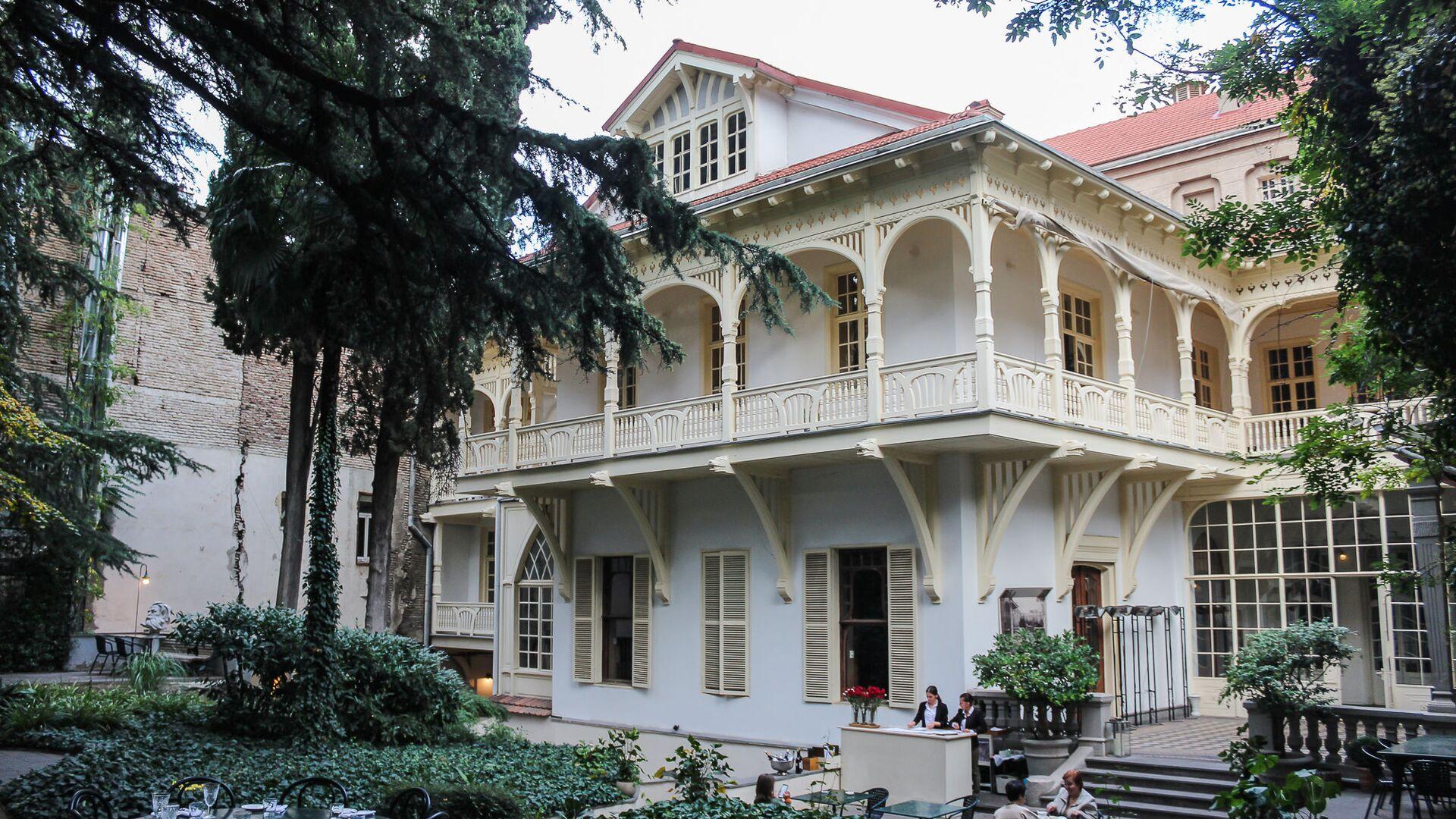 Вид на Дом писателей со двора - Sputnik Грузия, 1920, 12.10.2021