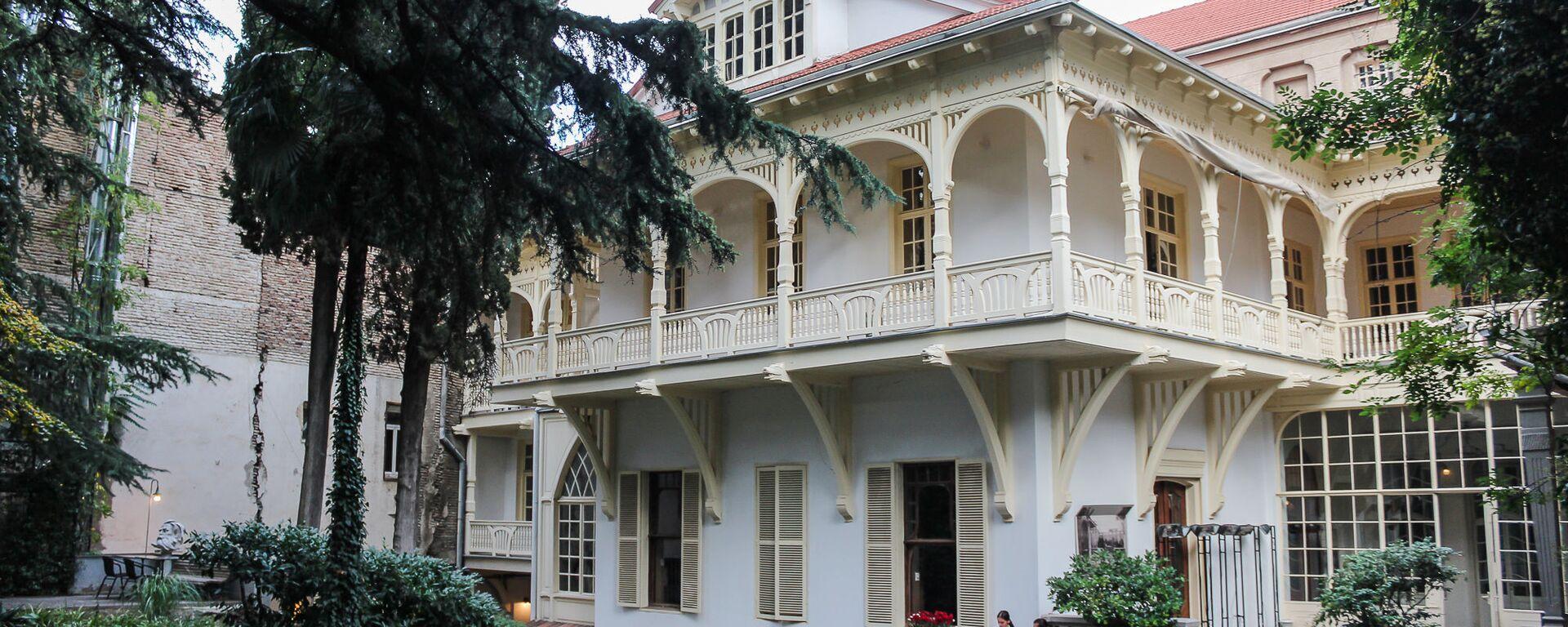 Вид на Дом писателей со двора - Sputnik Грузия, 1920, 04.02.2021