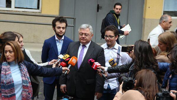 Давид Усупашвили проголосовал на одном из избирательных участков - Sputnik Грузия