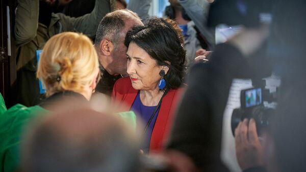 Саломе Зурабишвили проголосовала на одном из избирательных участков - Sputnik Грузия