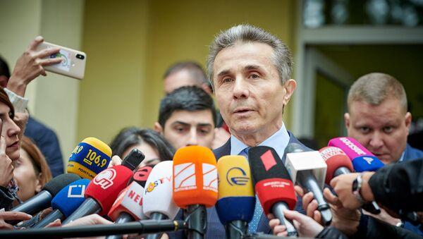 Бидзина Иванишвили у избирательного участка - Sputnik Грузия