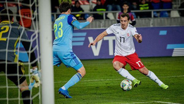 Матч между сборными Грузии и Казахстана по футболу в рамках Лиги наций УЕФА - Меребашвили в атаке - Sputnik Грузия