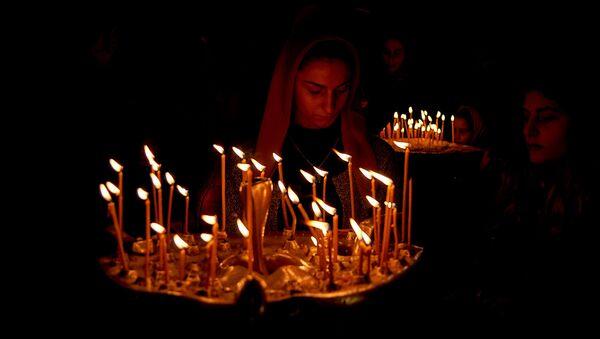 Верующие в храме Самеба во время празднования Гиоргоба - Sputnik Грузия