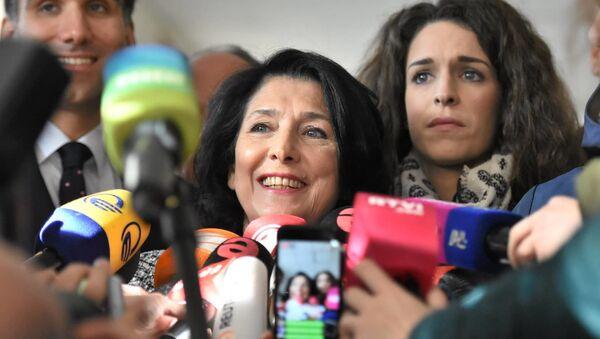 Саломе Зурабишвили пришла голосовать на одном из избирательных участков - Sputnik Грузия