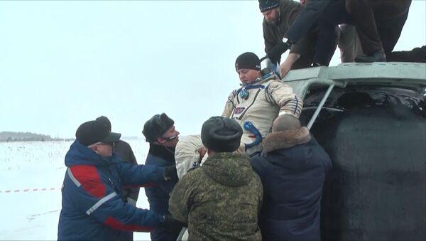 На Урале отработали операцию по спасению космонавтов - Sputnik Грузия