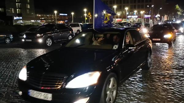 Сторонники Зурабишвили празднуют победу на улицах столицы Грузии - видео - Sputnik Грузия