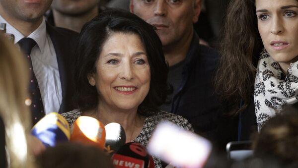 Саломе Зурабишвили беседует с журналистами - Sputnik Грузия