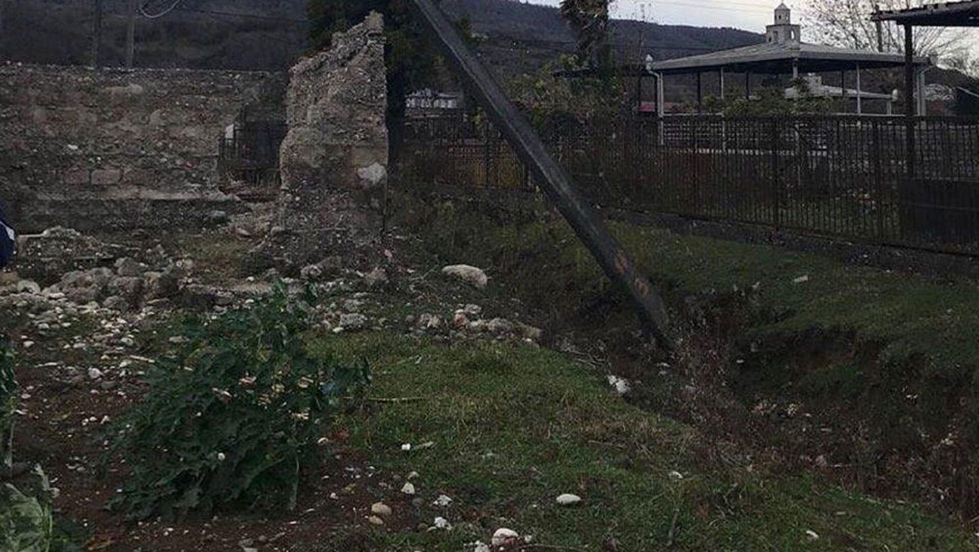 Ветер повалил деревья в Западной Грузии  - Sputnik Грузия, 1920, 17.05.2021