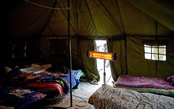 Электрические обогреватели в палатках участников акции в поддержку Саралидзе и Мачаликашвили  - Sputnik Грузия