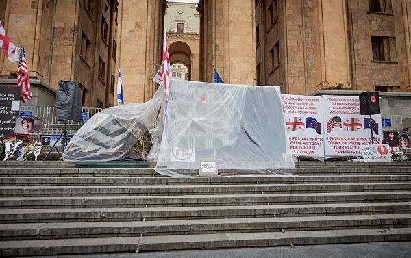 Палатки участников акции в поддержку Саралидзе и Мачаликашвили - Sputnik Грузия