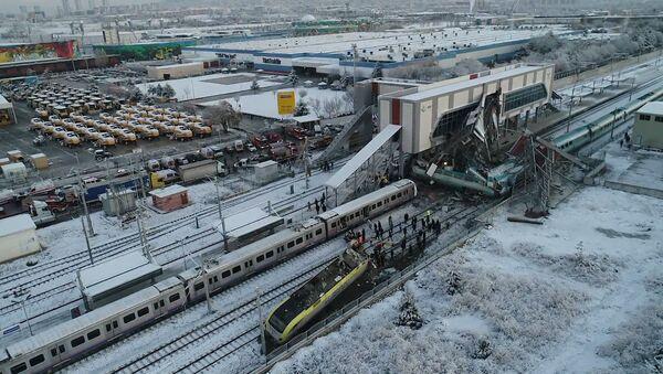В Анкаре потерпел крушение скоростной поезд - видео - Sputnik Грузия