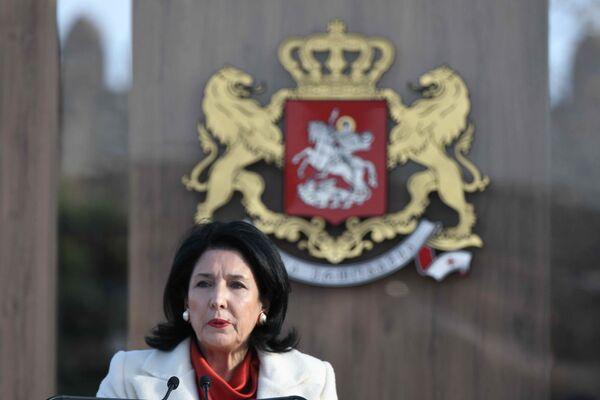 Клятву Саломе Зурабишвили произнесла, положив руку на Конституцию Грузии  - Sputnik Грузия