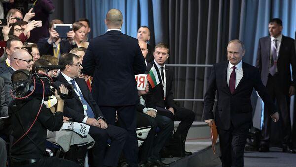 Президент РФ Владимир Путин во время ежегодной большой пресс-конференции в Центре международной торговли на Красной Пресне - Sputnik Грузия