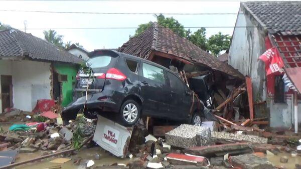 Последствия цунами в Индонезии - видео с места катастрофы - Sputnik Грузия