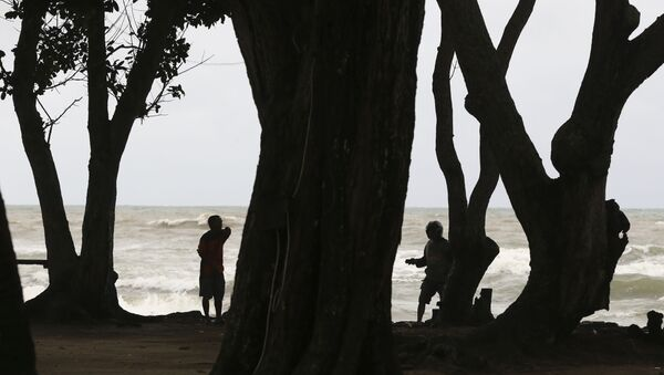 Спасатели во время поиска пострадавших после цунами в Индонезии  - Sputnik Грузия