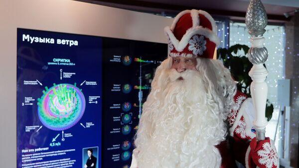 Всероссийский Дед Мороз посетил Останкинскую телебашню  - Sputnik Грузия