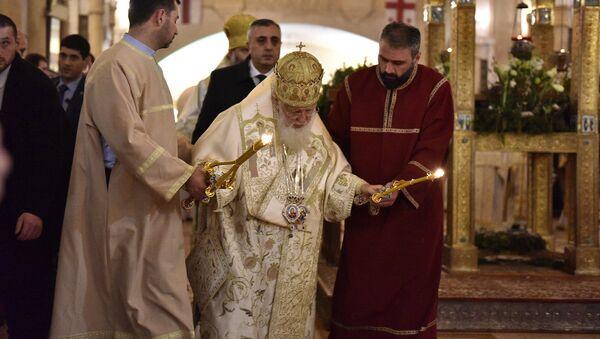 Католикос Патриарх Всея Грузии Илия Второй проводит службу в соборе Самеба - Sputnik Грузия