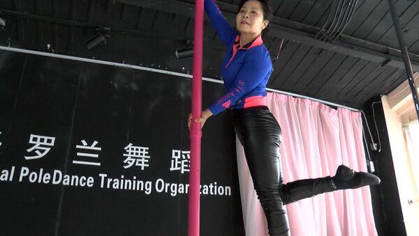 Старость в радость: китаянка танцует на шесте в 73 года - Sputnik Грузия