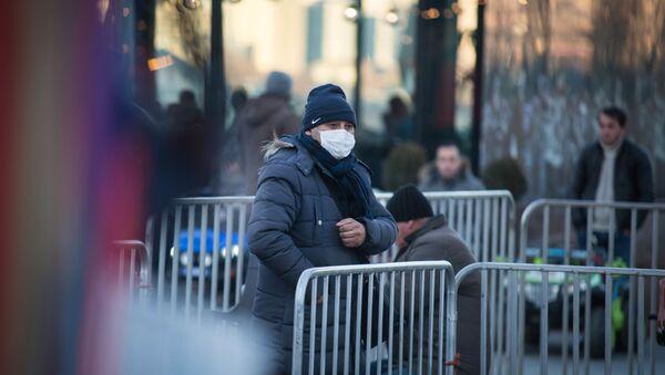 Вирус не пройдет - жители столицы Грузии одели маски, предохраняясь от заболевания. В городе бушует грипп - Sputnik Грузия