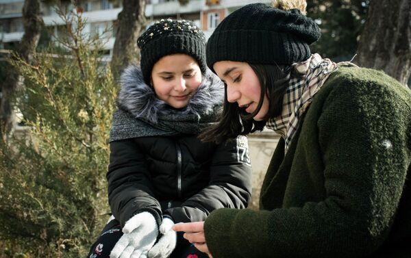 Девочки пообщались и нашли много общего - Sputnik Грузия