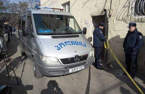 Место происшествия сразу оцепила полиция - Sputnik Грузия