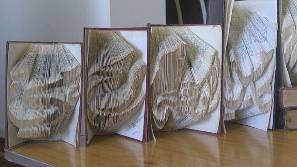 Житель сектора Газа делает оригами из старых книг - Sputnik Грузия