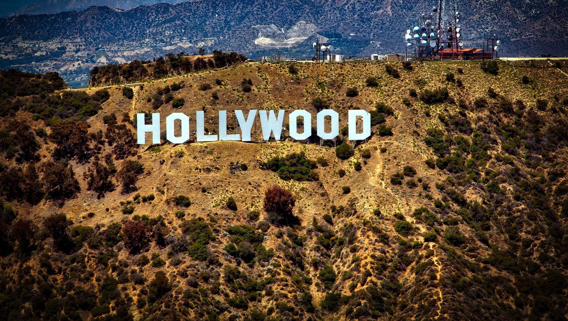 Вид на холм, где установлен знак Hollywood в США - Sputnik Грузия, 1920, 09.06.2021