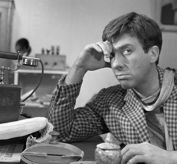 Звездным фильмом для Юрского стал Золотой теленок, где он создал лучший кинематографический образ Остапа Бендера - Sputnik Грузия