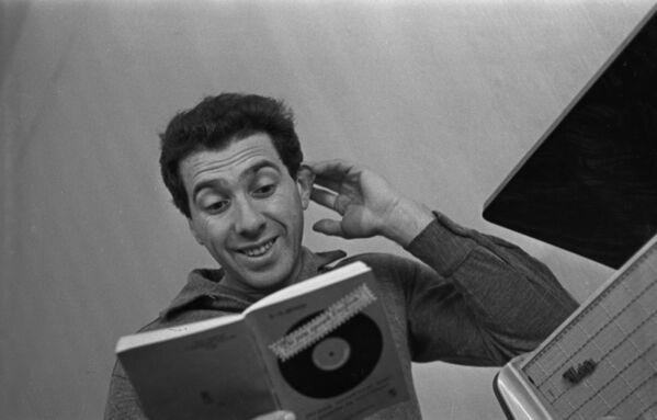Человек-театр, так называли его коллеги. Он был не только режиссером и актером, но и великолепным чтецом - Sputnik Грузия