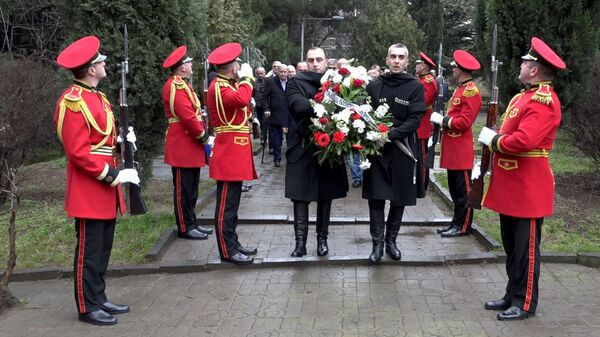 Церемония возложения венков к мемориалу воинам-интернационалистам из Грузии, погибшим в Афганистане - Sputnik Грузия
