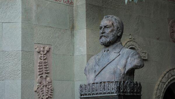 Мтацминдский пантеон писателей и общественных деятелей, могила Якоба Гогебашвили - Sputnik Грузия