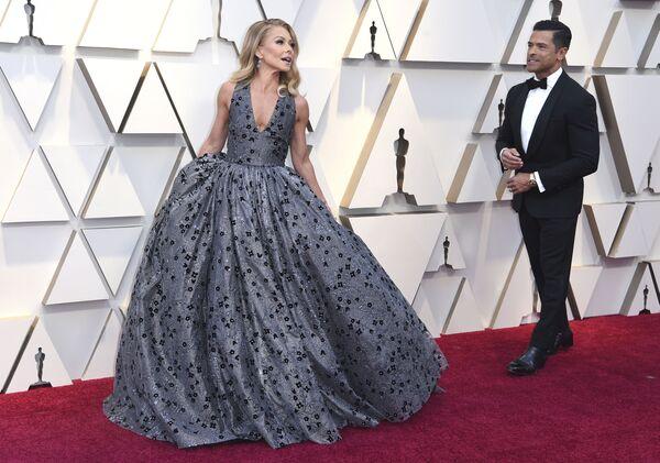 За идеальными образами знаменитостей скрывается работа голливудских стилистов, а на изготовление платьев ушли десятки часов ручной работы - Sputnik Грузия