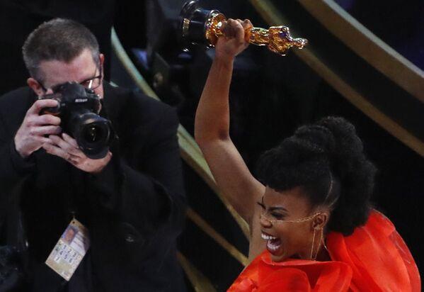 Ханна Бичлер с наградой за лучшую работу художника-постановщика на церемонии вручения Оскар-2019 - Sputnik Грузия