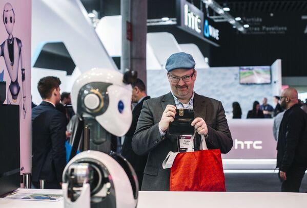 Выставка Mobile World Congress 2019 - одно из самых ожидаемых ежегодных событий на рынке мобильных технологий - Sputnik Грузия