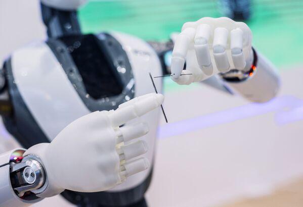 Человекоподобный робот Кэти (Cathy) на стенде компании CloudMinds Technology на ежегодной выставке мобильных технологий Mobile World Congress 2019 в Барселоне - Sputnik Грузия