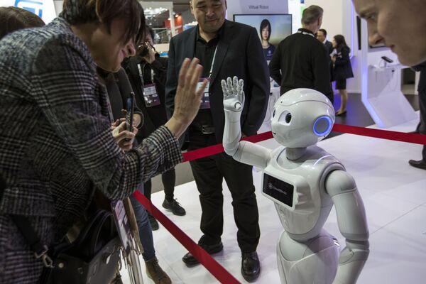 Робот XR-1 5G на выставке мобильных технологий Mobile World Congress 2019 в Барселоне - Sputnik Грузия