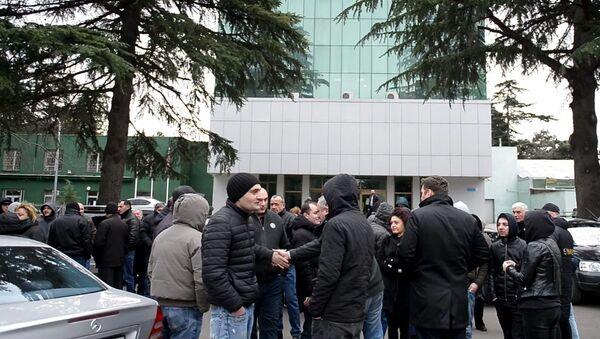 Требуем повышения зарплаты! Как работники тбилисского авиазавода объявили забастовку - Sputnik Грузия
