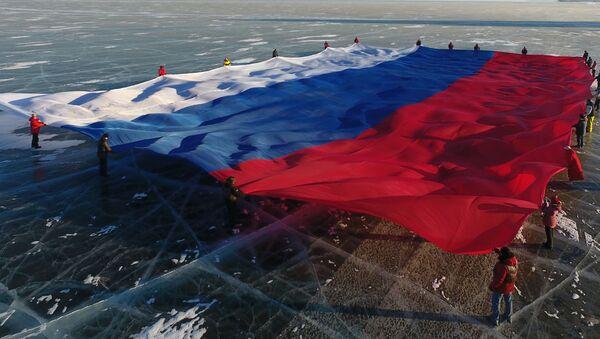Флаг России развернули на льду Байкала - Sputnik Грузия