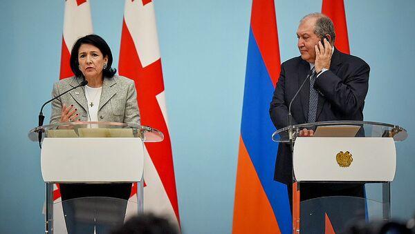 Саломе Зурабишвили и Армен Саркисян проводят совместную пресс-конференцию в ходе визита президента Грузии в Армению - Sputnik Грузия