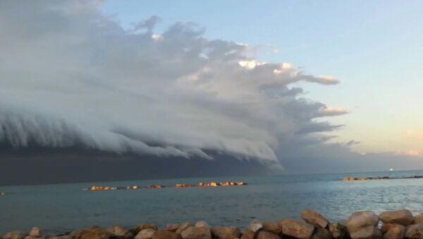 Пугающее облако у берегов Италии - Sputnik Грузия