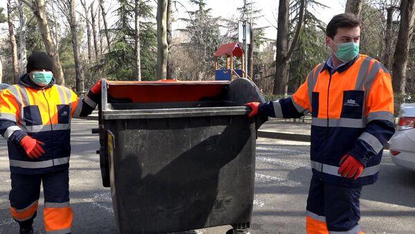 Кто заботится о чистоте столицы Грузии? Репортер Sputnik решил стать мусорщиком - Sputnik Грузия