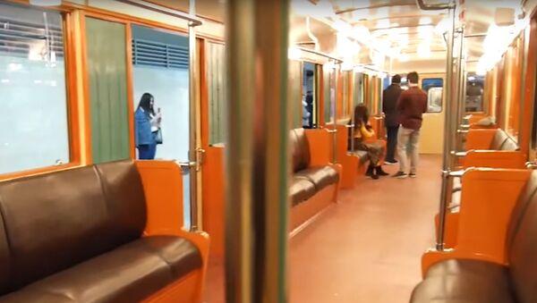 В бакинской подземке запущены ретро-вагоны - Sputnik Грузия