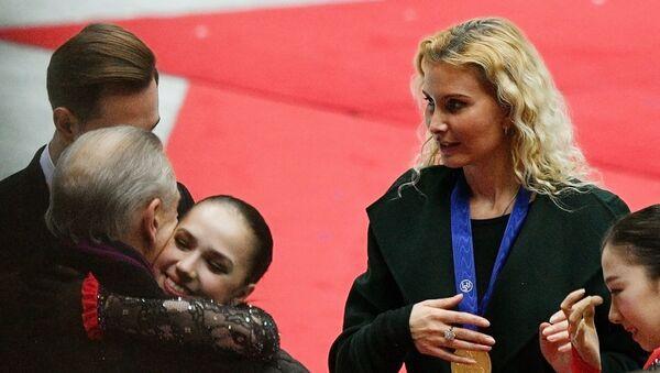 Справа: тренер Этери Тутберидзе - Sputnik Грузия