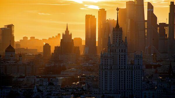 Высотка на Котельнической набережной, Московский международный деловой центр Москва-Сити и здание МИД России в Москве - Sputnik Грузия