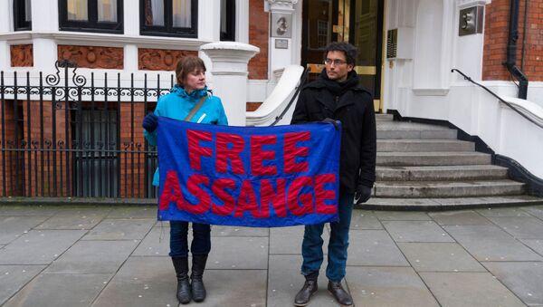 Акция в поддержку сооснователя WikiLeaks Д. Ассанжа в Лондоне - Sputnik Грузия