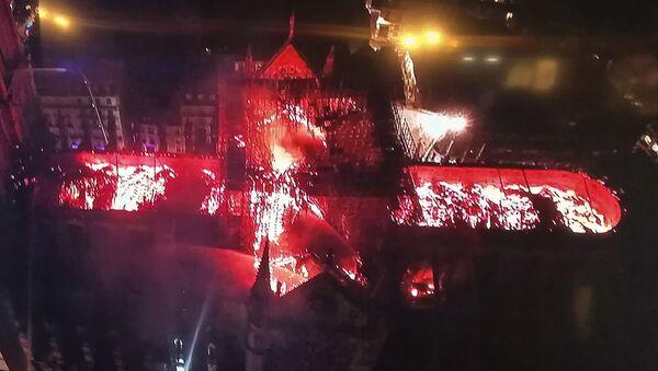 Последствия пожара в соборе Нотр-Дам в Париже - Sputnik Грузия