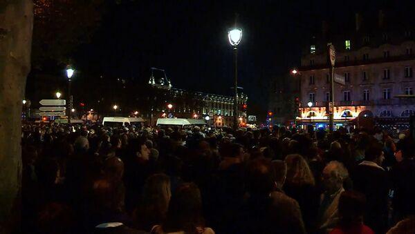 """""""Это национальная трагедия"""" - парижане о пожаре в Соборе Парижской Богоматери - Sputnik Грузия"""